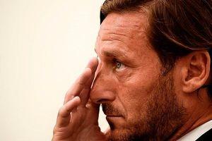 Totti bật khóc trong ngày chia tay AS Roma