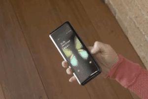 Smartphone màn hình gập có thể chết từ trứng nước bởi Samsung, Huawei
