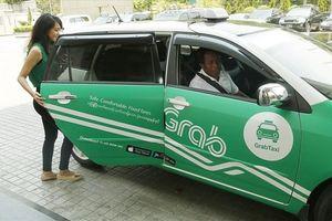 Ý kiến trái chiều xung quanh việc gắn hộp đèn cho taxi công nghệ