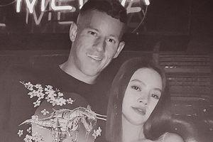 Hoa hậu Việt thân mật với cầu thủ ngoại hạng Anh nổi tiếng khiến fan nữ ghen tỵ là ai?