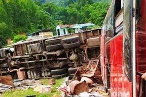 Chưa xác định được 'lai lịch' xe tải Lào gây tai nạn ở Hòa Bình