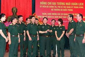 Bộ trưởng Ngô Xuân Lịch thăm và chúc mừng các cơ quan báo chí quân đội