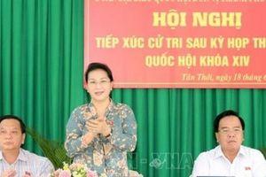 Chủ tịch Quốc hội tiếp xúc cử tri thành phố Cần Thơ