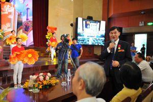 'Vua hàng hiệu' Johnathan Hạnh Nguyễn được tặng Huân chương Lao động hạng nhì