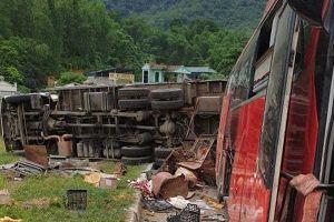 Bất ngờ biển số xe tải Lào gây tai nạn 3 người chết ở Hòa Bình