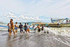Tiền Giang: Sẽ khen thưởng tàu cá cứu 22 ngư dân Philippines trên biển