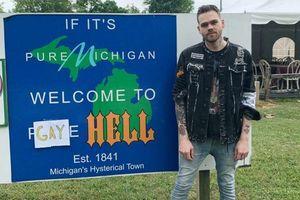YouTuber Elijah Daniel: Mua thị trấn Michigan và đổi tên thành 'Địa ngục đồng tính'