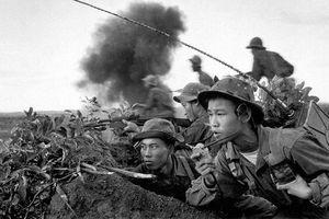Bức ảnh đội điện đài quân đội Việt Nam tại Mặt trận Quảng Trị năm 1970