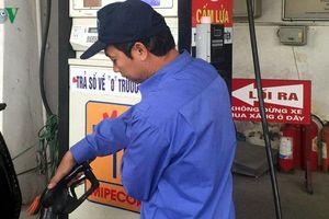 Giá xăng dầu giảm, người kinh doanh 'bơ' chuyện giảm giá hàng hóa