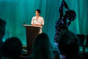Ra mắt bức tượng tưởng nhớ nạn nhân bạo lực tình dục 'Người mẹ và Đứa con' tại London