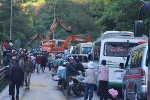 Đèo Bảo Lộc sạt lở, kẹt xe hơn 20 km