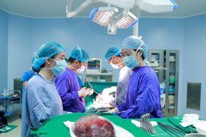 Cắt thành công khối u máu thể hang gan khổng lồ