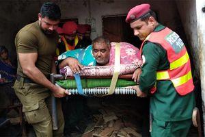 Nặng 330 kg, phải nhờ trực thăng quân sự đưa tới bệnh viện