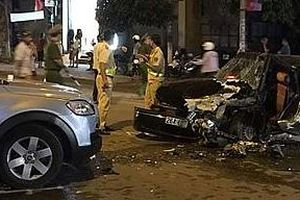 Ô tô 4 chỗ lấn làn tông trực diện xe 7 chỗ, 4 người nguy kịch