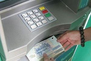 Tên trộm đột nhập vào nhà dân lấy thẻ ngân hàng đi rút hơn 40 triệu đồng