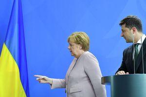 Thủ tướng Đức Merkel ra điều kiện dỡ bỏ trừng phạt Nga, bị choáng khi gặp ông Zelensky