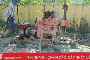 Khoan tìm mạch nước ngầm ở xã miền núi huyện Nghi Xuân