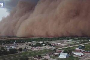 Rùng mình cảnh cơn bão bụi khổng lồ 'nuốt chửng' cả thị trấn