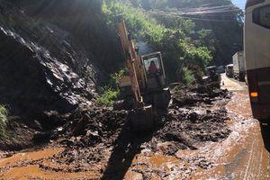 Lâm Đồng; Mưa lớn gây sạt lở nghiêm trọng trên đèo Bảo Lộc, hàng trăm phương tiện bị 'chôn chân'