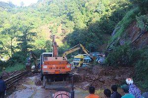 Lâm Đồng: Sạt lở sau mưa lớn ở đèo Bảo Lộc, giao thông ùn tắc hơn 20km