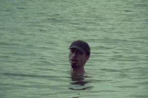 Đen Vâu ngâm mình dưới nước từ đầu đến cuối trong MV mới