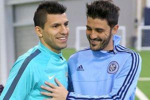Cuộc chiến bịt mắt sút 11 m độc đáo giữa Sergio Aguero và David Villa
