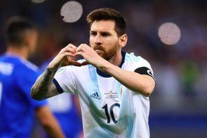 VAR giúp tuyển Argentina thoát thua ở Copa America