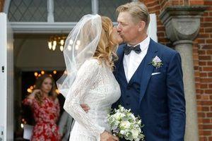 Huyền thoại sống Peter Schmeichel cưới cựu người mẫu Playboy
