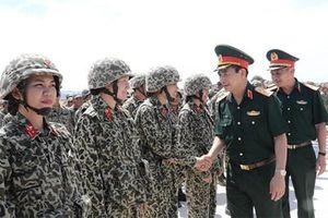 Thượng tướng Phan Văn Giang kiểm tra thực binh huấn luyện của Binh chủng Đặc công