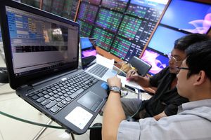Chứng khoán khởi sắc sau tín hiệu nới lỏng chính sách tiền tệ