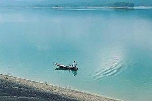 Rủ nhau tắm ở hồ Kẻ Gỗ, 1 thanh niên đuối nước