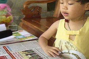 Kỳ lạ bé gái bại liệt 3 tuổi bỗng dưng biết đọc