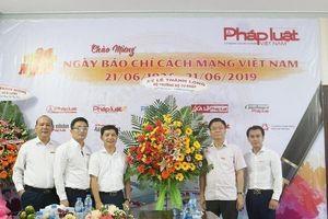 Bộ trưởng Lê Thành Long thăm, chúc mừng Văn phòng đại diện Báo PLVN tại Kiên Giang nhân ngày 21/6