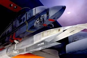 Mỹ cho B-52 gắn tên lửa siêu thanh AGM-183A bay thử