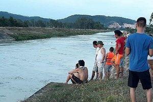 Nghệ An: Cô gái 18 tuổi bị nước cuốn trôi khi tắm ở sông Đào