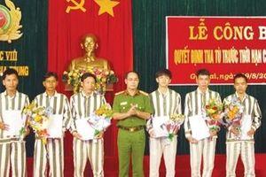 Người giám thị ở trại giam hai lần nhận danh hiệu anh hùng