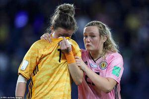 World Cup nữ: Ngược dòng đầy cảm xúc, 2 đội bóng cùng khóc nức nở