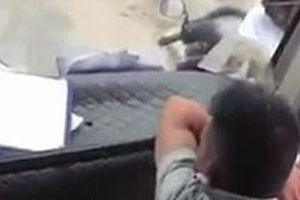 Bị bắt quả tang khi sàm sỡ khách nữ, tài xế nhận án phạt cứng rắn từ chủ xe