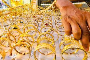Vàng tiếp tục tăng giá mạnh, đạt đỉnh trong 5 năm qua