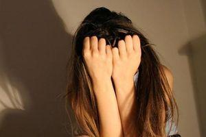 Nữ sinh 15 tuổi tố bị chủ hiệu thuốc sàm sỡ