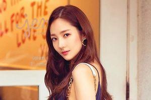 'Người đẹp dao kéo' Park Min Young rạng rỡ trên tạp chí