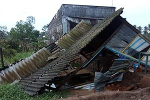 Lốc xoáy làm thiệt hại nhiều ngôi nhà ở Sóc Trăng