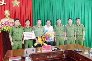 Khen thưởng CA tỉnh Đắk Nông về thành tích triệt phá đường dây sản xuất, buôn bán xăng giả quy mô lớn