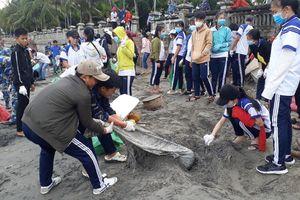 Cả đảo ngọc Phú Quốc ra quân dọn rác hàng tháng