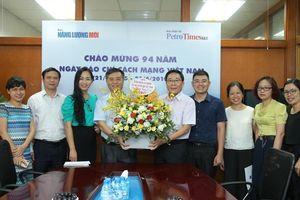 Công đoàn Cơ quan Tập đoàn chúc mừng cán bộ phóng viên Báo Năng lượng Mới - PetroTimes
