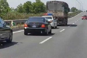Tài xế bị tước bằng 2 tháng vì không nhường đường xe ưu tiên