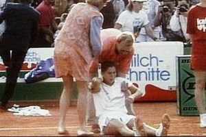 Nhát dao giữa sân quần vợt và bị kịch của Monica Seles