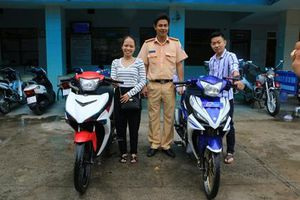 CSGT tỉnh An Giang trao trả 02 xe mô tô cho người dân bị mất trộm
