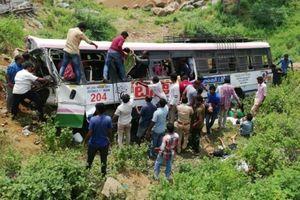 Ấn Độ: Xe bus lao xuống hẻm núi, ít nhất 32 người thiệt mạng