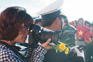 Nhà báo nữ: Đam mê nghề và giữ lửa hạnh phúc
